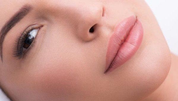 Los labiales de larga duración también se distinguen en su acabado. (Fuente: Yakobchuk: 64880920/ 123rf.com)