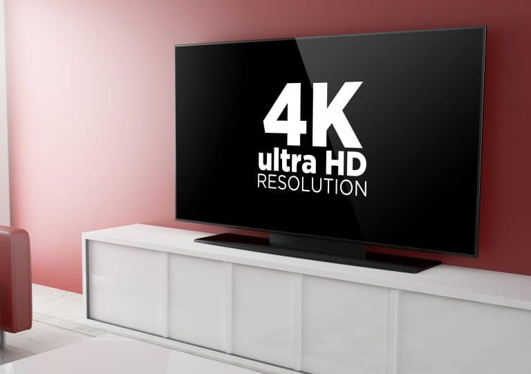 Monitor 4K en mueble