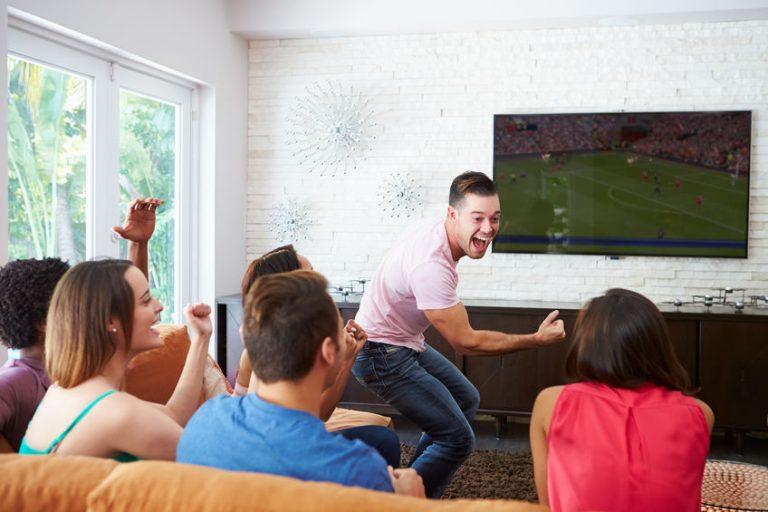 Amigos viendo un juego