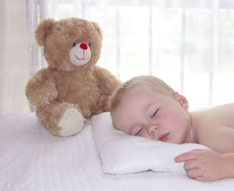 Un bebé durmiendo