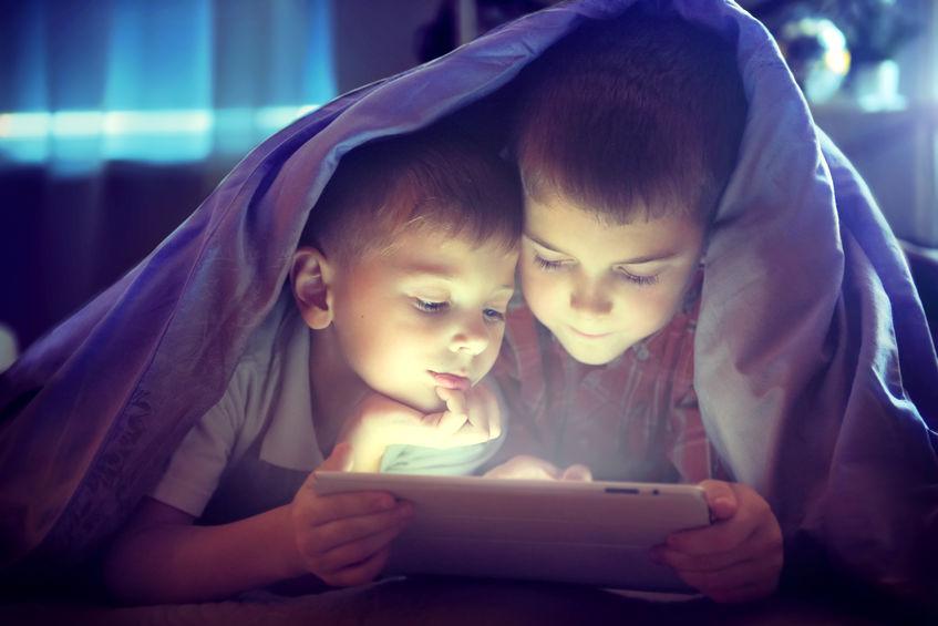 Niños utilizando tablet