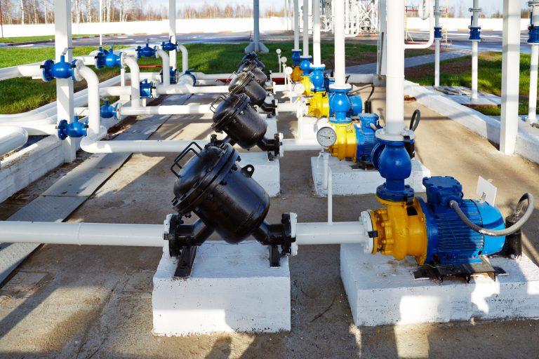 Bombas de agua a presion en complejo industrial