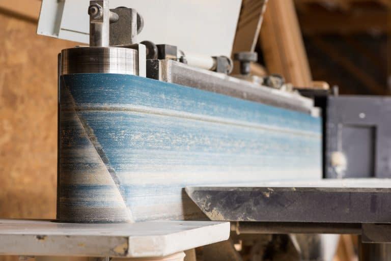 Lijadora de banda en madera