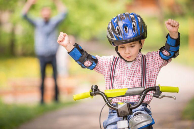 Nino en bici
