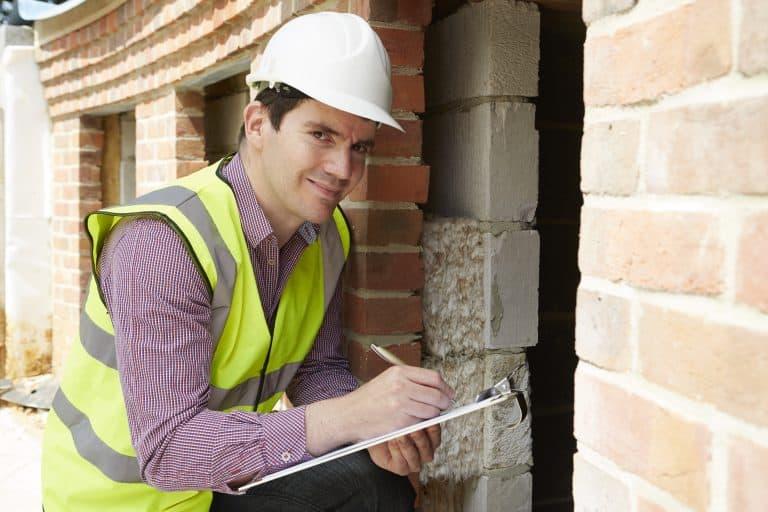 Un trabajador en la obra