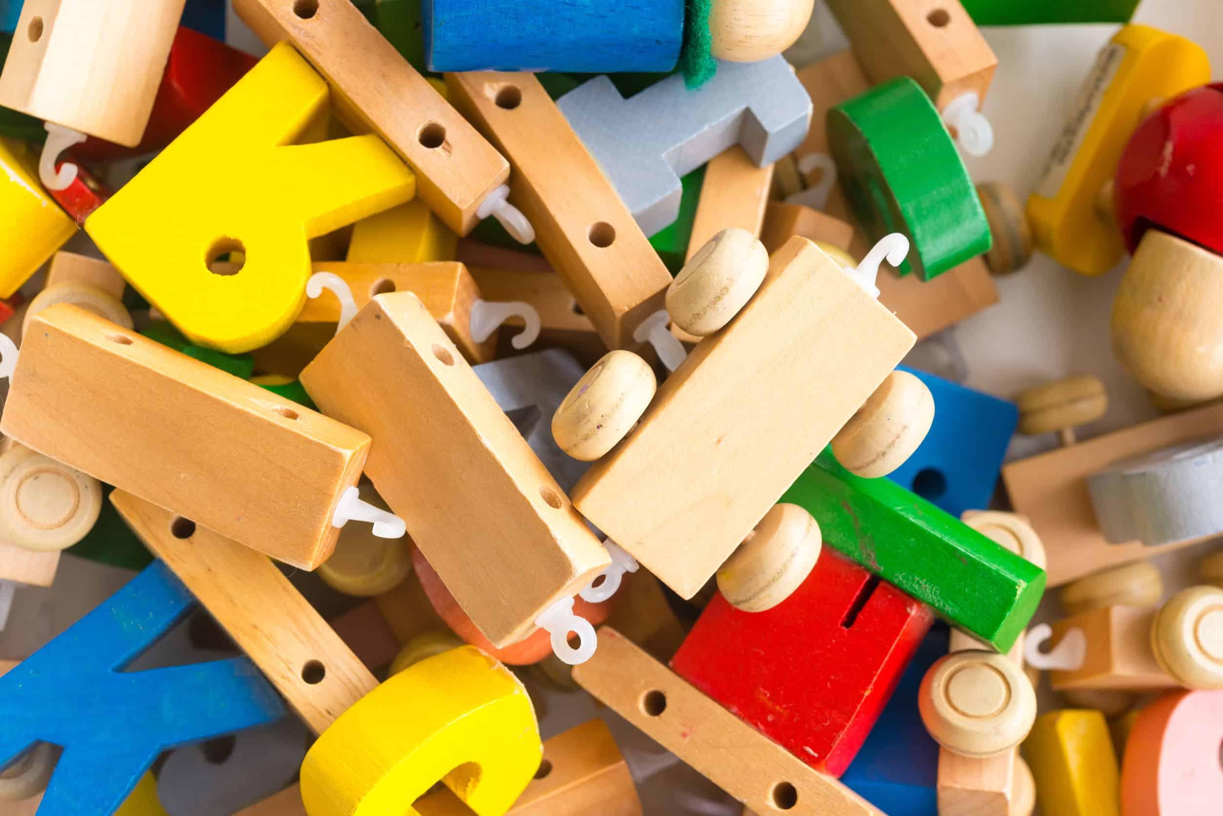 Variedad de juguetes para niño de 1 año destacada