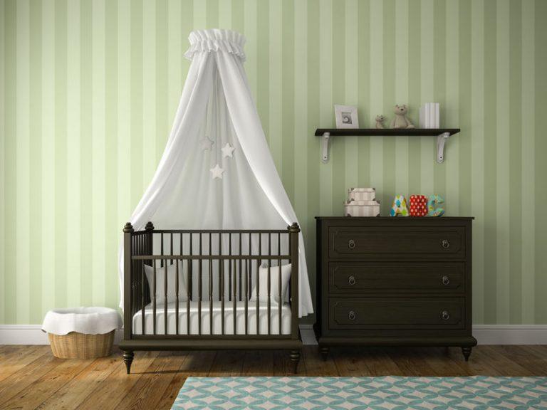 Cómoda en habitación de bebé