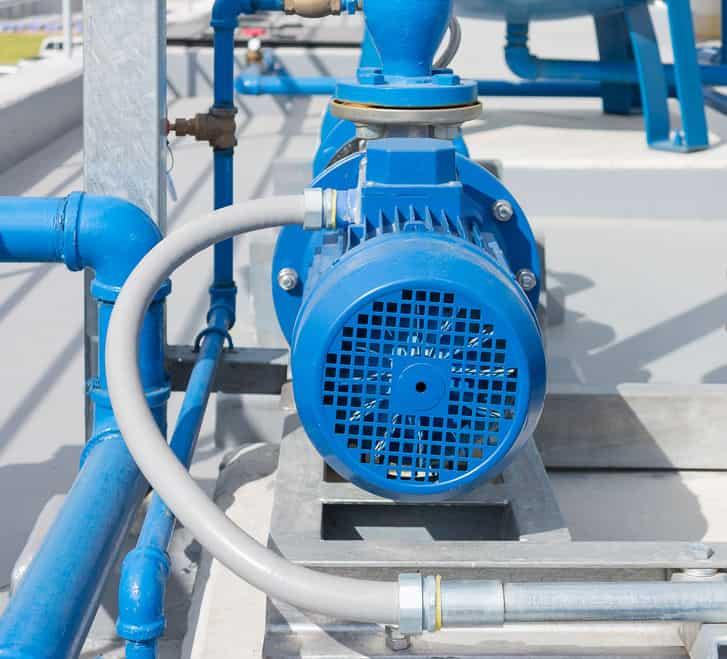 Bomba de agua color azul