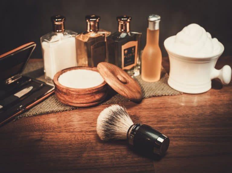 Varios accesorios para afeitarse