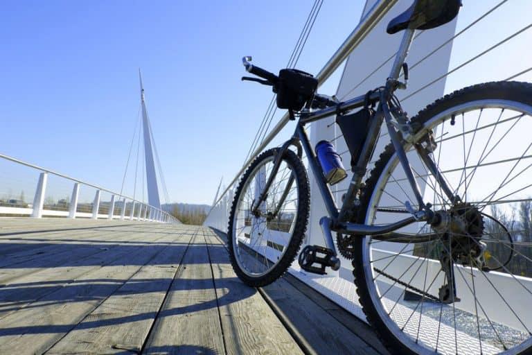 Bicicleta en puente