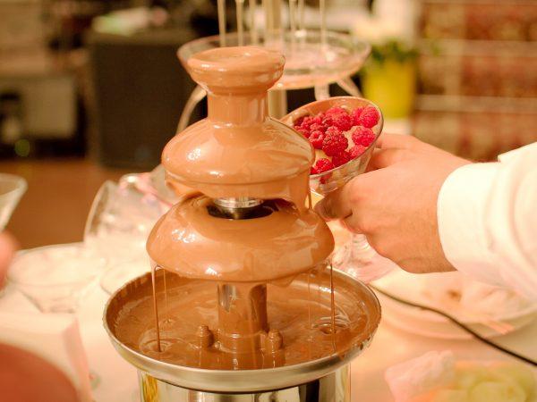 Fuente de chocolate en banquete