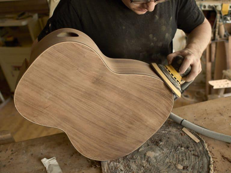 Guitarra en plena fabricación
