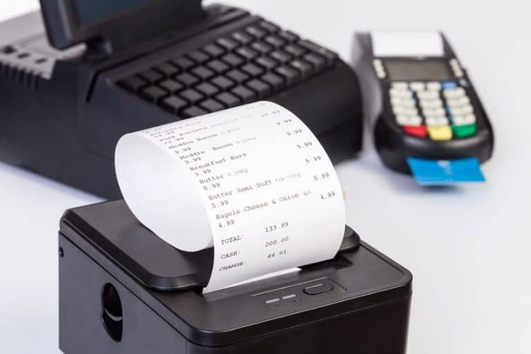 Impresora junto a maquina de escribir