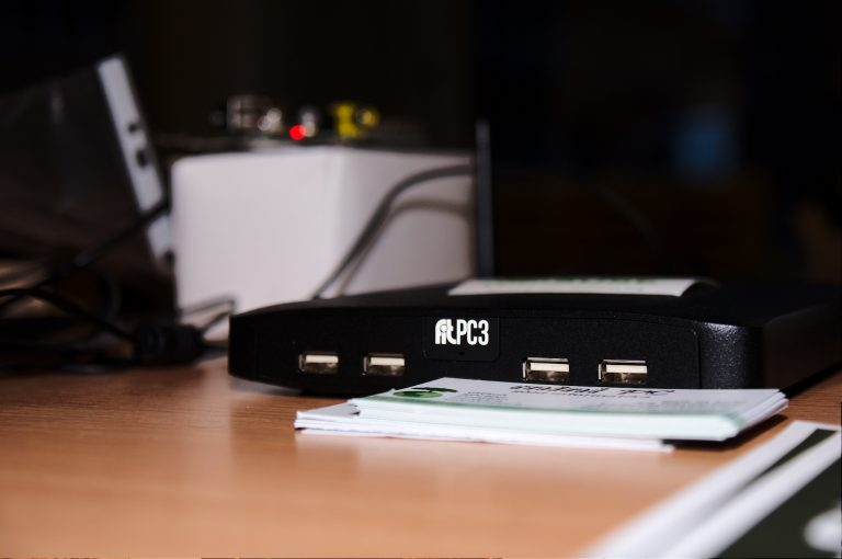 Mini PC en mesa