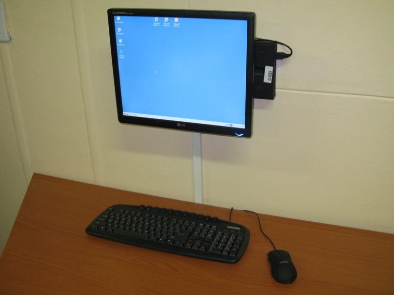 Mini PC conectada a pantalla