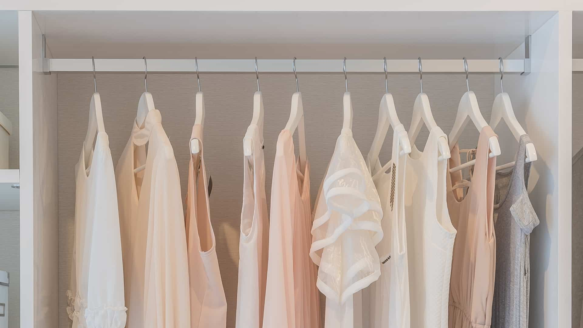 Espacio en armario para ropa larga