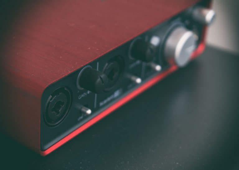Tarjeta de sonido USB roja