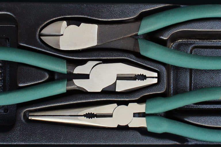 Una caja con varias herramientas