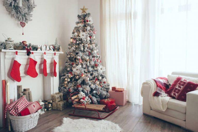 Arbol de navidad en la sala