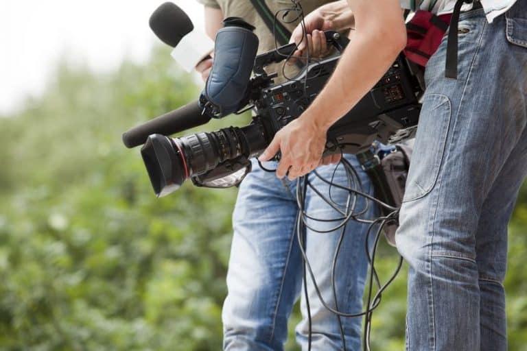 Cámara de video en campo