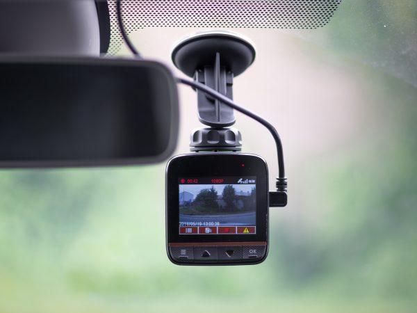 Una cámara de coche instalada