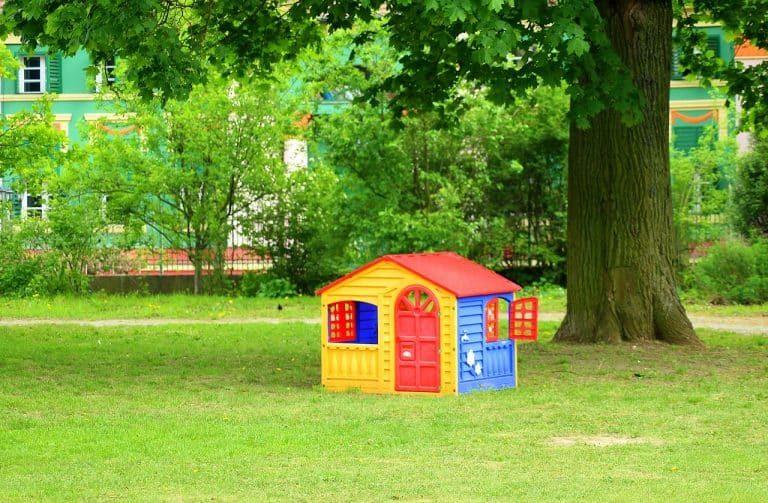 Casa de jardín en prado