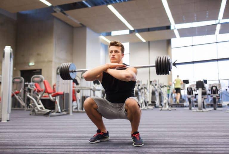 Hombre squating