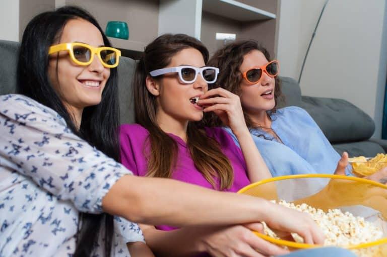 Mujeres viendo tele