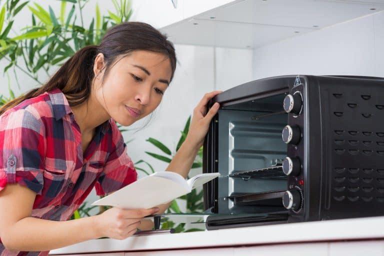 Mujer con horno portatil