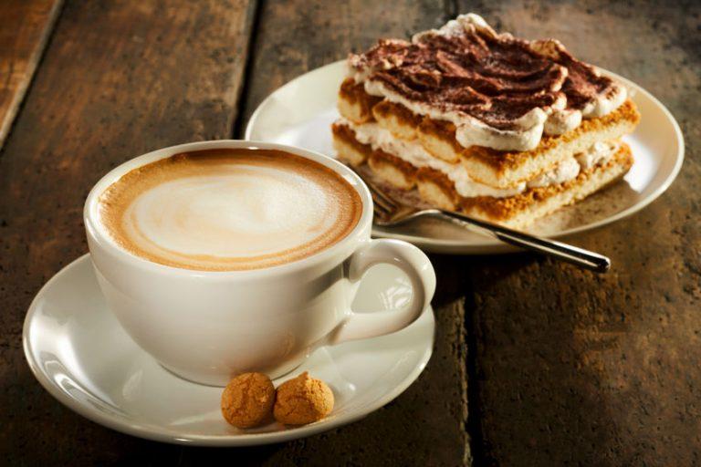 Un café y un tiramisú