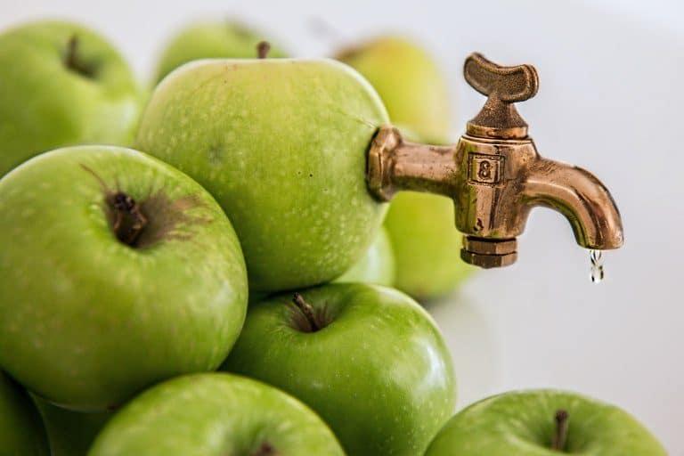 Un montón de manzanas verdes