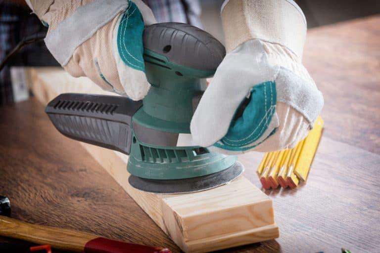 lija manos y herramientas