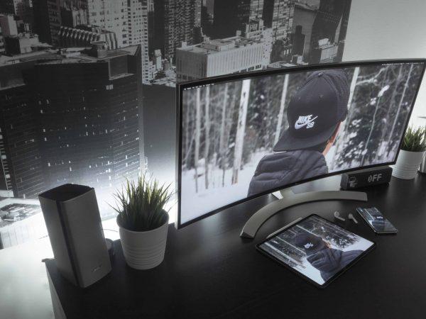 Monitor curvo