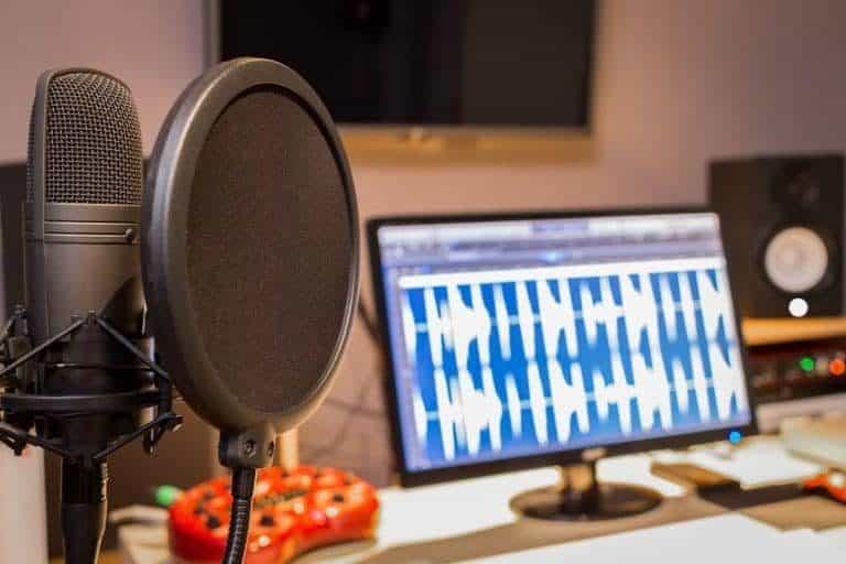 Micrófono de condensador y más equipos de música
