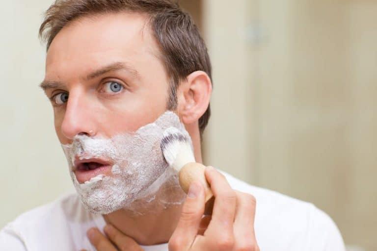 Colocación de espuma para afeitar