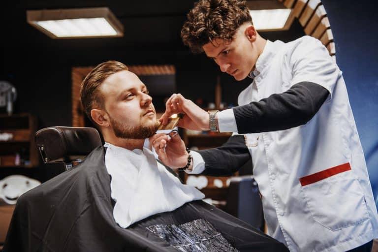 Recorte de barba con navaja