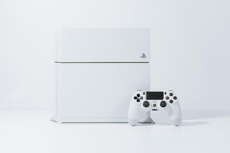 Una PS4 blanca