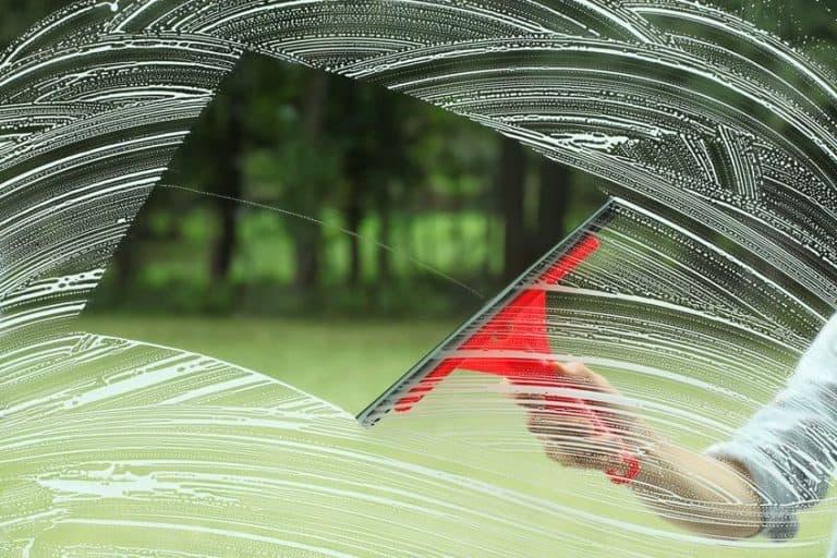 Manera tradicional de limpieza de vidrio