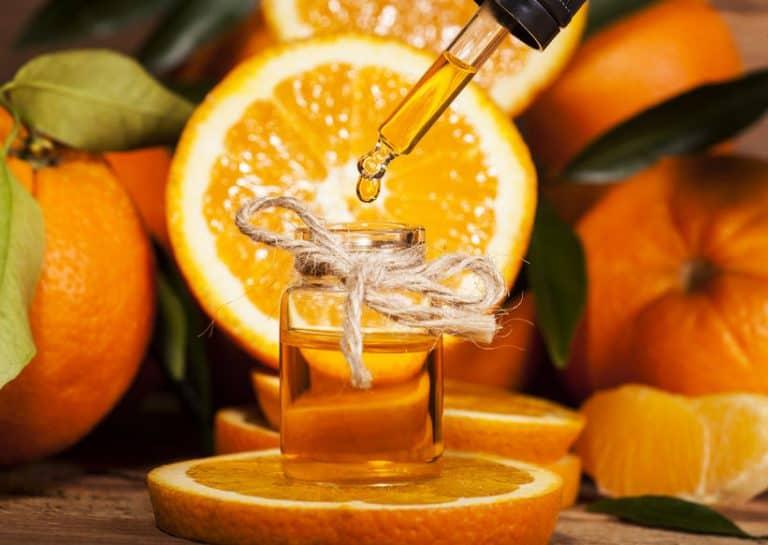 Ampolleta con liquido naranja