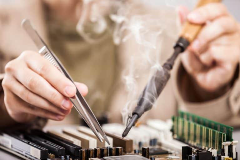 Reparación de equipo electrónico