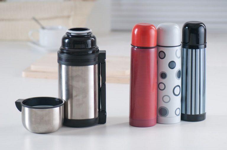 Varios tipos de termos para café