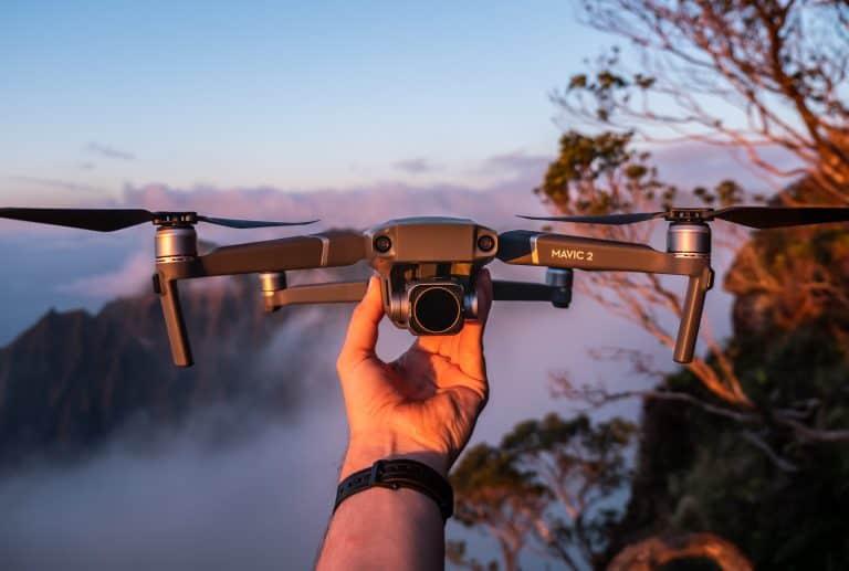Hombre con dron