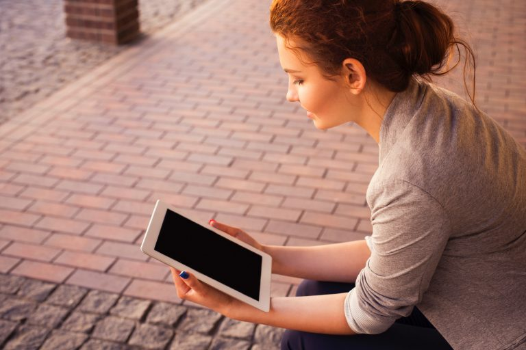 Mujer con tablet
