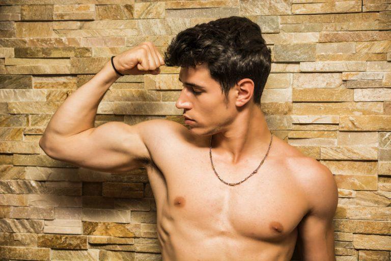 Hombre con musculos