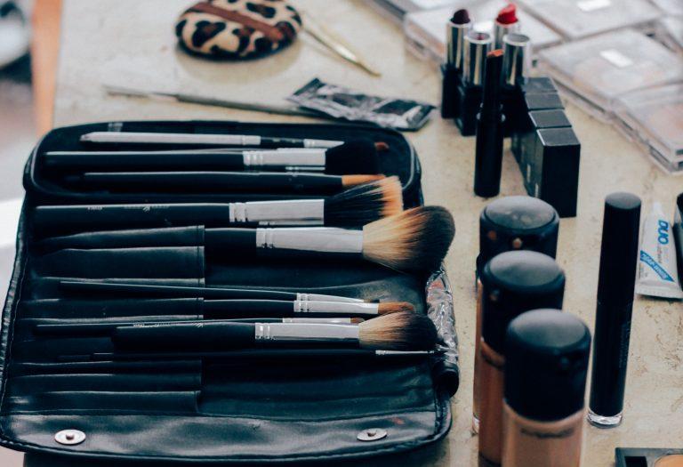 Brochas con base de maquillaje
