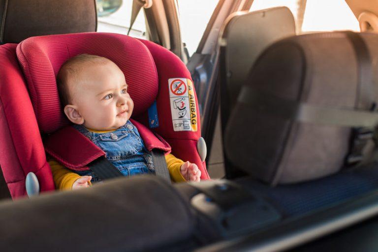 Bebé en coche