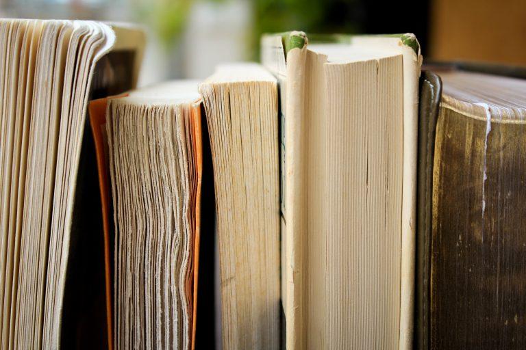 Libros en primer plano