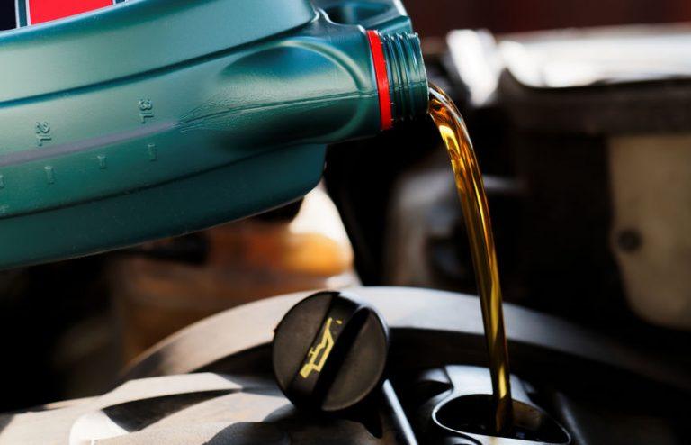 Botella de aceite verde