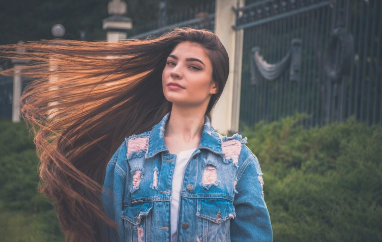 Mujer de cabello largo