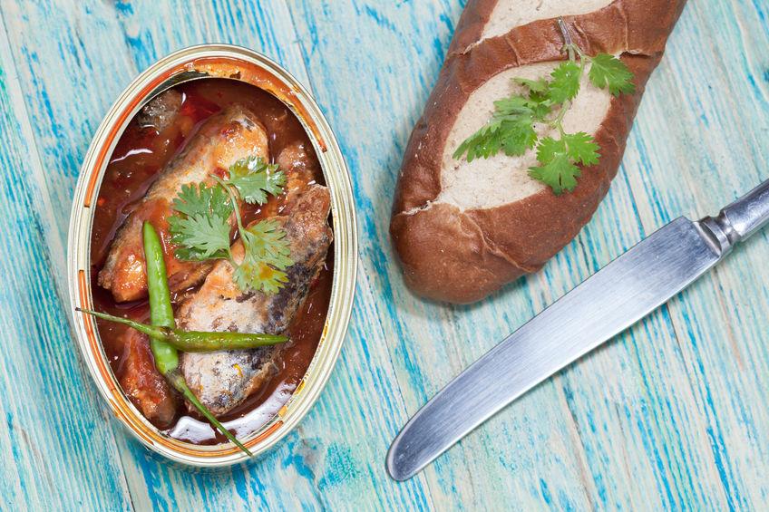 sardinas con chile y pan